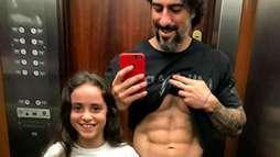 """Marcos Mion e filha exibem tanquinho e apresentador brinca: """"Genética""""  ()"""