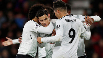 __Em rodada cheia de goleadas, Coutinho comanda o Liverpool__ (Paul Childs/Reuters - 17.12.2017)