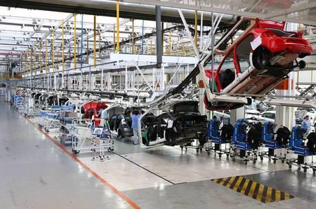 Produção industrial caiu em janeiro deste ano