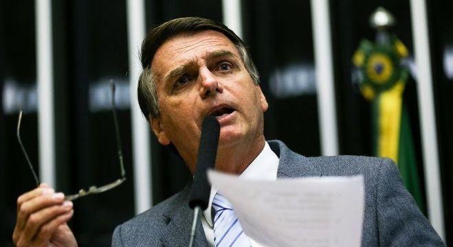 Jair Bolsonaro defendeu que mulheres também tenham posse de armas