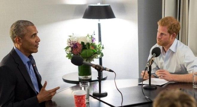 Em rara aparição, o ex-presidente Obama concede entrevista ao príncipe Harry