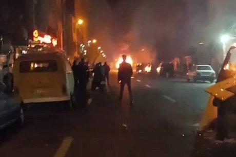Teerã registrou pequenos incêndios nas ruas durante os protestos