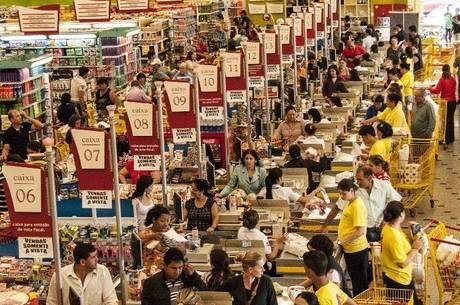 Supermercados são considerados como atividade essencial