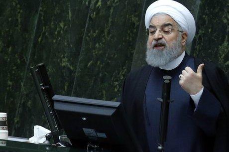 Presidente iraniano Hassan Rouhani apresenta o orçamento para o biênio 2018-2019 em dezembro de 2017