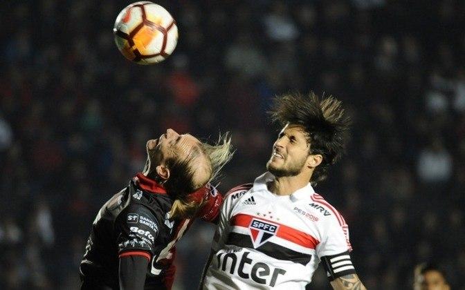 2018 - O filme se repetiu na temporada. Mais uma vez, o São Paulo não teve sorte nas disputas eliminatórias. Caiu na semifinal do Paulistão (Corinthians), na quarta fase da Copa do Brasil (Athletico) e na segunda fase da Copa Sul-Americana (Colon).