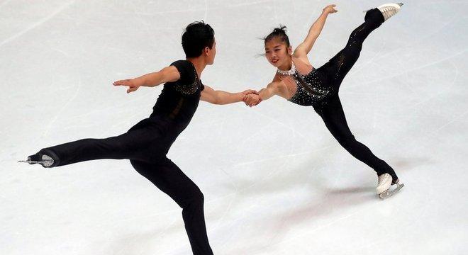 Os norte-coreanos Ryom Tae-Ok e Kim Ju-Sik: qualificados para a Olimpíada de inverno