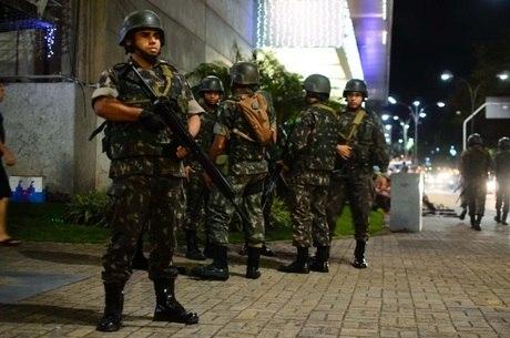 Exército faz patrulhamento em Natal (RN)