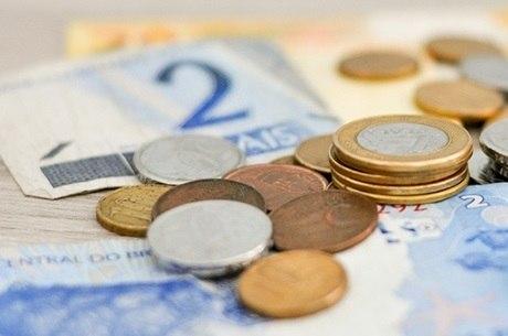Inflação acumulado ficou em 5,1% e o aumento salarial em 5%