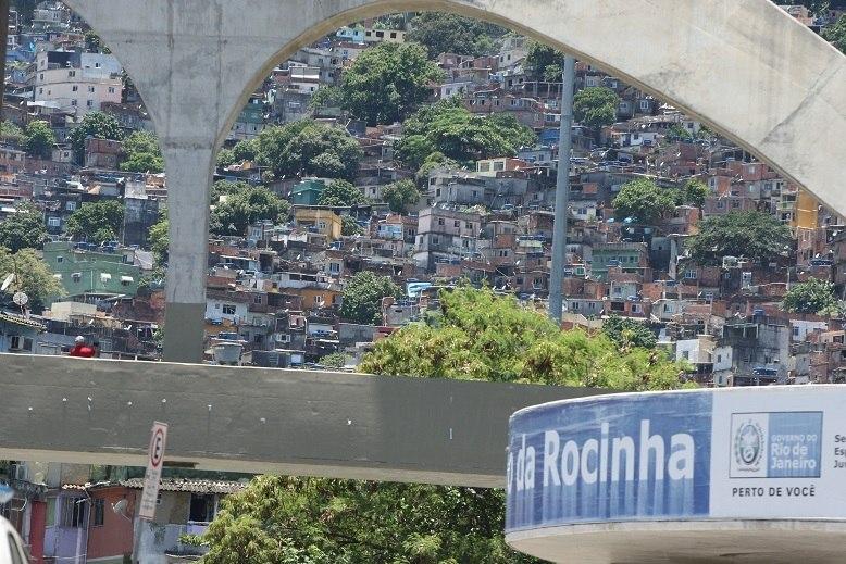 Rocinha registra intensa troca de tiros e estrada é interditada
