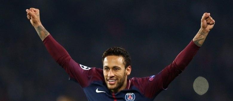 Neymar foi eleito a personalidade do ano na França pelo L'Equipe