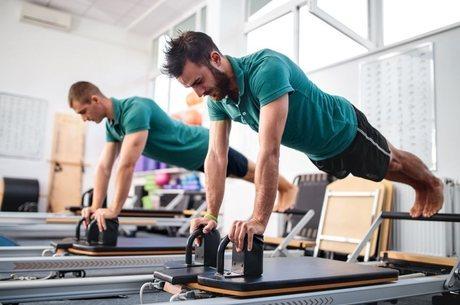 Pilates ajuda a desenvolver força. aumentar flexibilidade e melhorar a postura