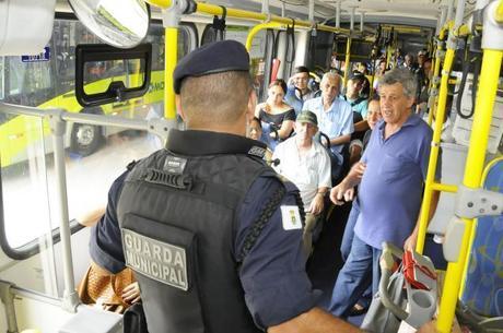 Guarda municipal fiscaliza usuários em BH