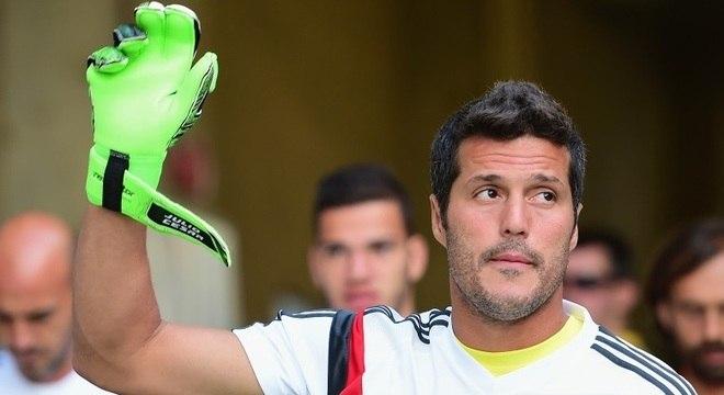 Júlio César ainda não disse adeus ao futebol