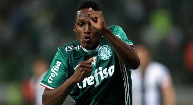 Zagueiro Yerry Mina, de 23 anos, teve sua transferência antecipada pelo Barcelona