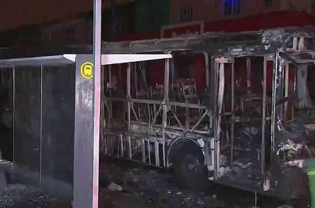 Ônibus é incendiado em Cidade Ademar, zona sul de SP