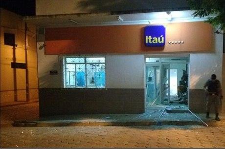 Explosões destruíram fachada da agência