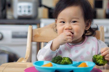Até os 18 meses de idade, bebes costumam ser mais receptivos a texturas e sabores novos O que fazer?
