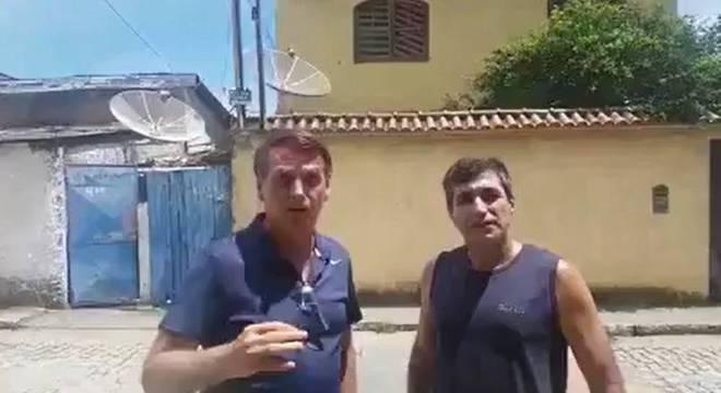 Bolsonaro apresenta suposta mansão em Angra dos Reis