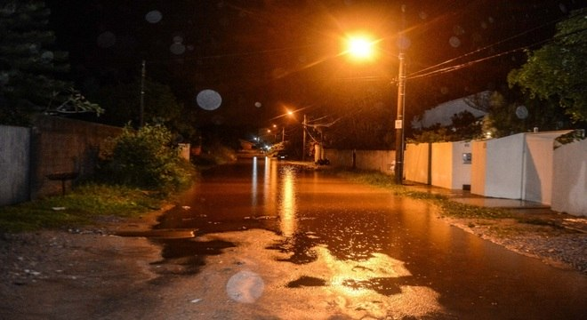 Florianópolis registra mortes e alagamentos após chuvas fortes