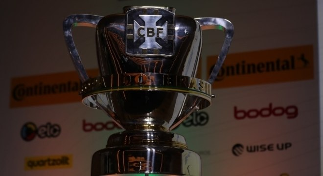 Troféu da Copa do Brasil que no ano passado ficou com o Cruzeiro