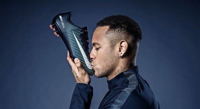 Neymar é o mais dedicado garoto-propaganda que a Nike jamais teve