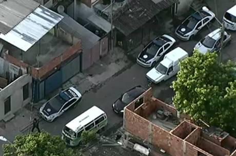 Policiais atuam em comunidades do Rio e da baixada