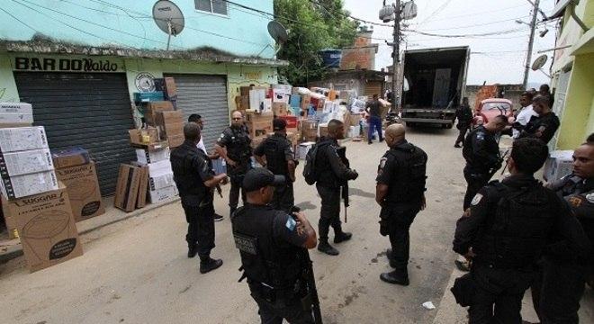 Polícia recupera parte de carga rouba e prende seis no Lins