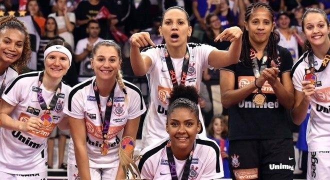Equipe de basquete feminino do Corinthians, campeã da LBF 2017