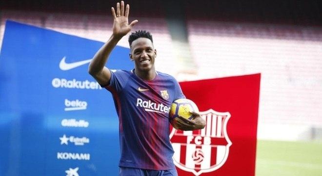 Contrato de Mina com Barcelona vai até 2023. Zagueiro usará camisa 24