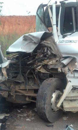 De acordo com a Polícia Rodoviária Federal, um veículo invadiu a contramão e provocou a catástrofe