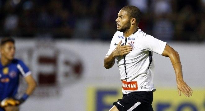 Lucas Minele marcou o primeiro gol da vitória do Corinthians sobre a Ferroviária