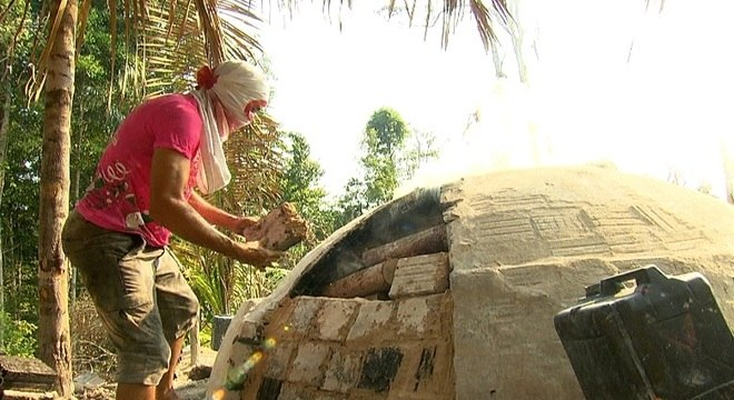 Muitas famílias tiram o sustento da prática ilegal de desmatamento