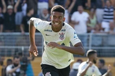 Carlinhos foi artilheiro da Copinha com 11 gols em 8 jogos