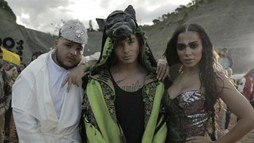 Divulgada nova prévia de 'Machika', clipe de J Balvin e Anitta ()