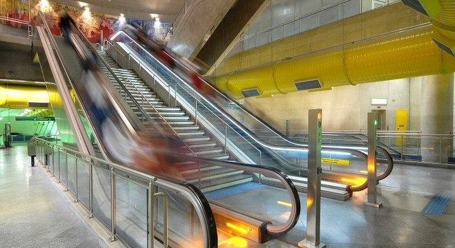 Cada escada rolante transporta até 7,2 mil passageiros por hora