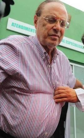O advogado de Maluf, Antônio Carlos de Almeida Castro, o Kakay, disse que Maluf não conseguiu dormir nos primeiros dias de confinamento. Segundo Kakay, odeputado também não conseguia levantar da cama sozinho, por problemas de saúde