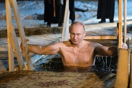 Putin mergulhou no Lago Seliger, 400 km ao norte de Moscou