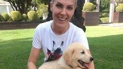 """Ana Hickmann """"adota"""" cachorrinho em prol de deficientes visuais ()"""