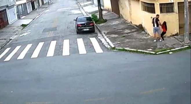 Vídeo mostra momento da abordagem. Assista ao final da reportagem
