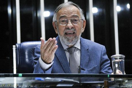 Na imagem, pré-candidato João Capiberibe (PSB)