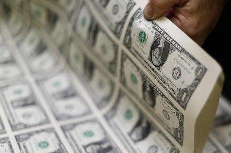 Dólar se aproximou dos R$ 5,90 na máxima da sessão