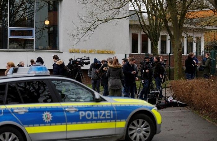 Estudante afirma ter matado colega por olhar sua mãe