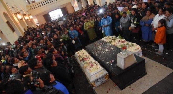 Casal foi assassinado depois de uma festa em La Paz. Suspeito está no Brasil