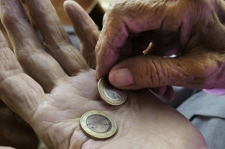 Extrema pobreza pode aumentar até 35% neste ano