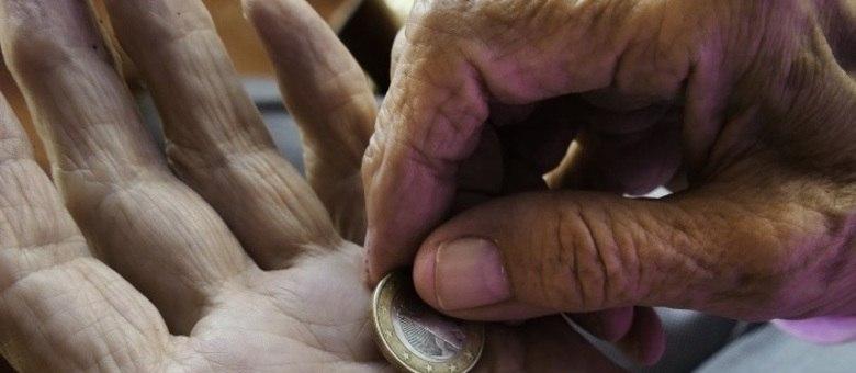 Idosos pobres com 65 anos ou mais têm direito ao benefício