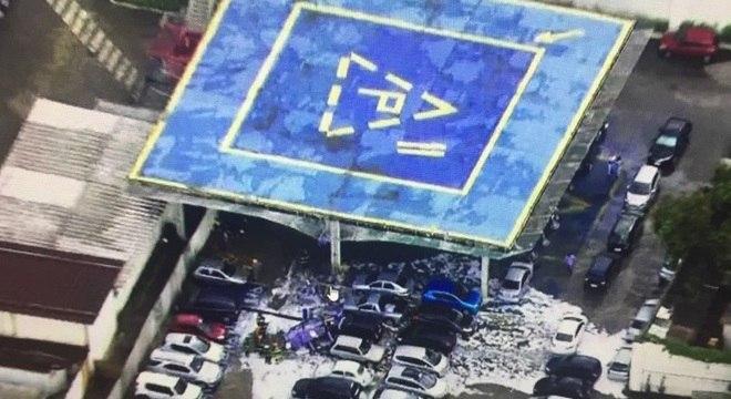 Visão aérea do acidente com o helicóptero na sede da Rede TV!, nesta quarta-feira (24)