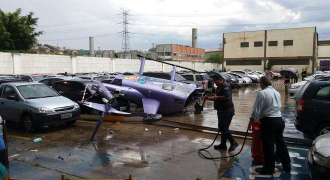 Aeronave ficou destruída após tombamento no pátio da empresa, na Grande São Paulo