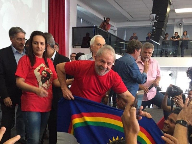 PT aprova pré-candidatura de Lula