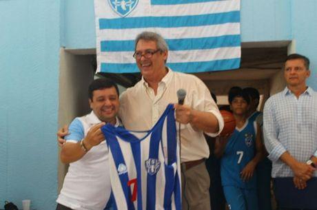 Guy Peixoto recebe homenagem em Belém