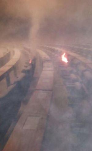 Cadeiras do plenário em chamas